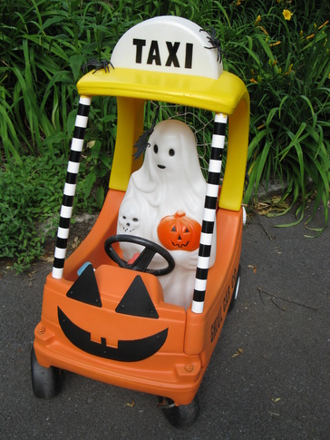 Using Little Tikes Outdoor Play Toys as Halloween Props-012.jpg