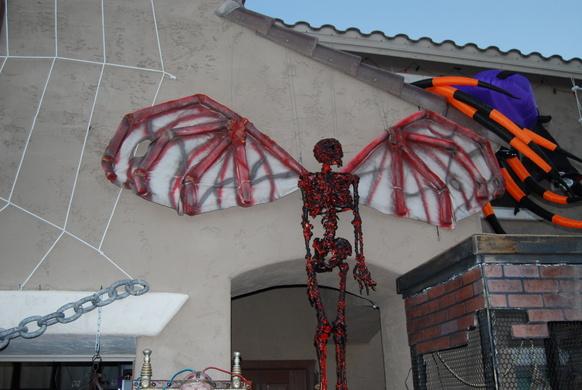 Looking for a winged Skeleton-2010-10-09-halloween-011.jpg