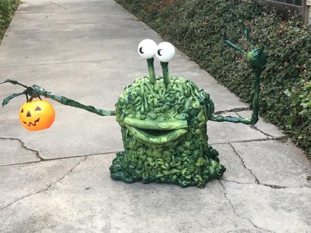 Prop Showcase: UFO lawn invasion