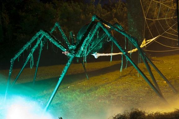 _gsx6883jpg - Giant Halloween Spider