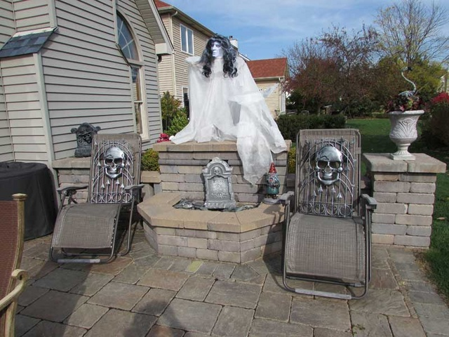Haunted Yard Ideas. Outdoor Halloween Yard Ideas Design Your Porch ...