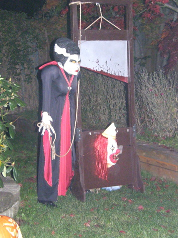 Need Help for Clown theme-craigs-house-halloween-night-2010-005.jpg