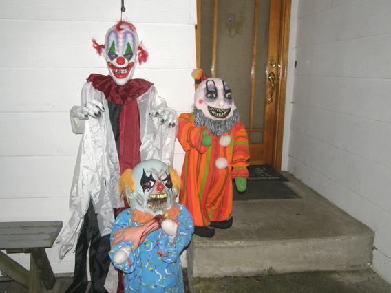Need Help for Clown theme-craigs-house-halloween-night-2010-013.jpg