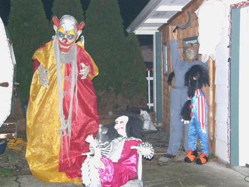 Need Help for Clown theme-craigs-house-halloween-night-2010-021.jpg
