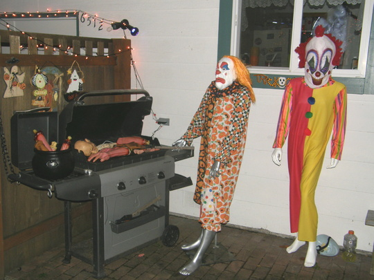 Need Help for Clown theme-craigs-house-halloween-night-2010-028.jpg