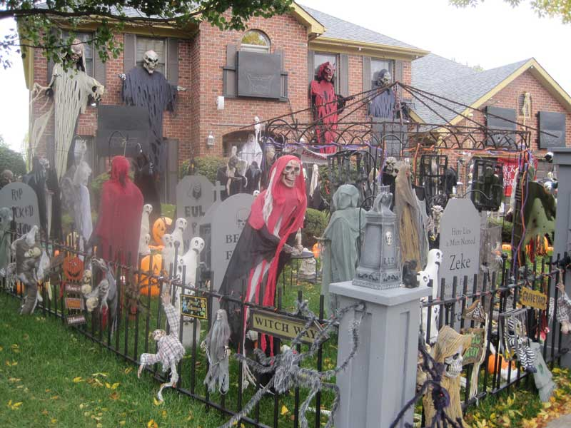 Insanely Decorate Front Lawn