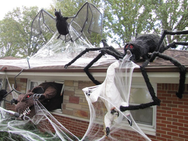 2015 Halloween INFESTATION - Page 3