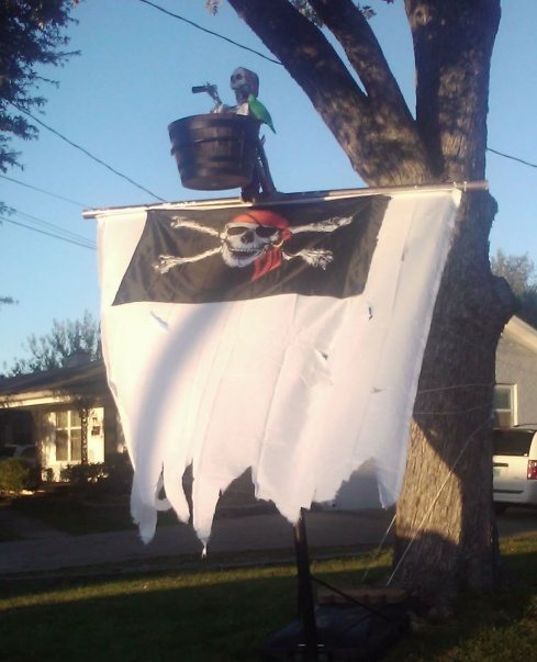 Homemade pirate ship-elh-erin-loves-halloween-albums-pirates-prp-2011-picture90732-made-mast-taller-added-crows-nest.jpg