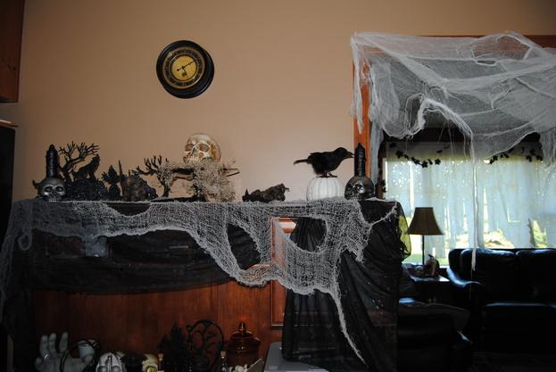 halloween decor 2011 2jpg - Indoor Halloween Decorations