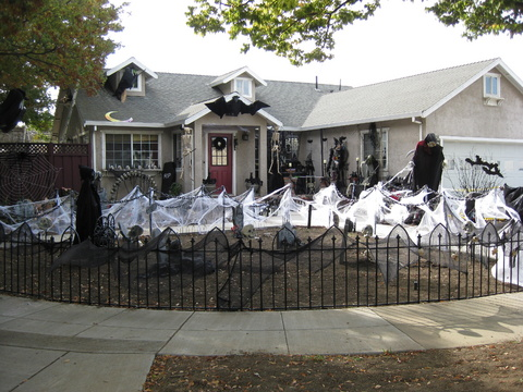 halloween yard haunt final stages no lighting 2012 041jpg - Front Yard Halloween Decorations