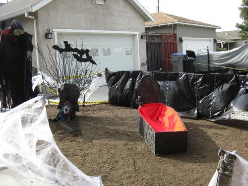 halloween yard haunt final stages no lighting 2012 043jpg