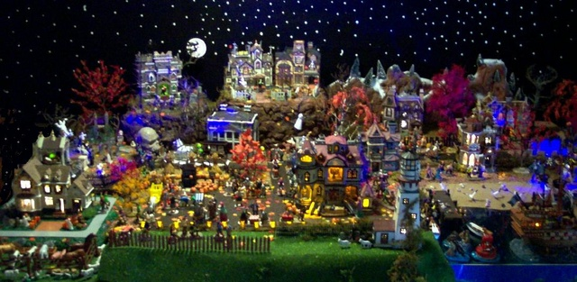 The 2016 Spooky Town/Halloween Village Thread - Page 12