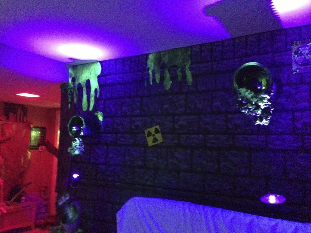Lighting: Black light help for Black Light Bulb Room  75sfw