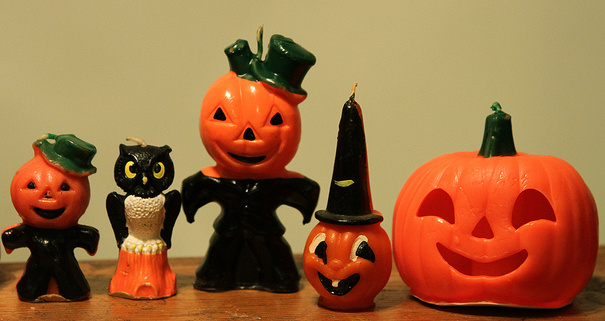 Antone collect vintage Halloween candles???