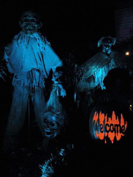 show me your scarecrows-killed-death-albums-halloween-picture29347-2009.jpg