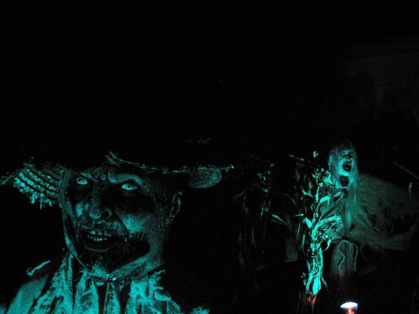 show me your scarecrows-killed-death-albums-halloween-picture29384-2009.jpg
