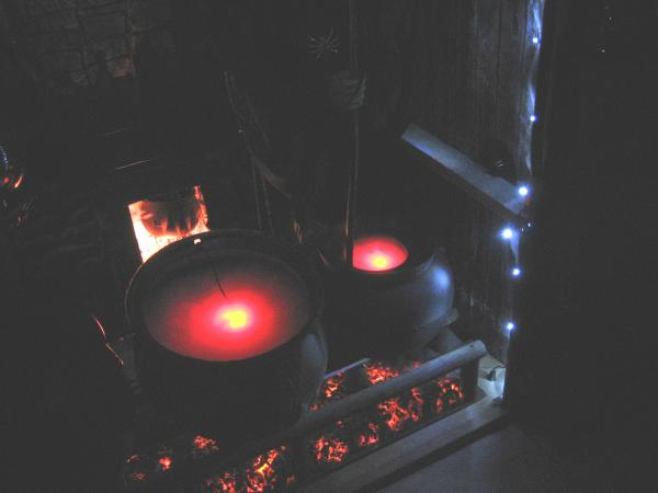 """Glowing """"hot"""" coals ...-lt-scare-albums-halloween-2009-picture42645-cauldrons-over-witches-coven-fire-no-flash.jpg"""
