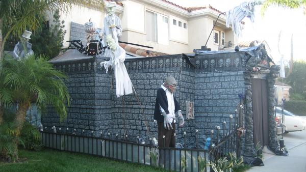Halloween walls for haunted house