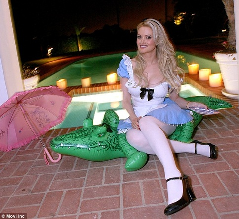 Holly Madison Ex Playboy Bunny Had A Haunted Mansion Party