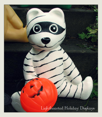 Turning random Christmas blowmolds into whimsical Halloween decorations.-mummybear-2.jpg
