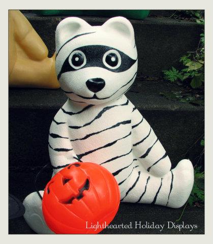 Turning random Christmas blowmolds into whimsical Halloween decorations.-mummybear-2.jpg