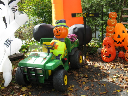 Using Little Tikes Outdoor Play Toys as Halloween Props-pumpkin-stand-2011-6-.jpg