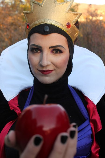 Evil queen and apple
