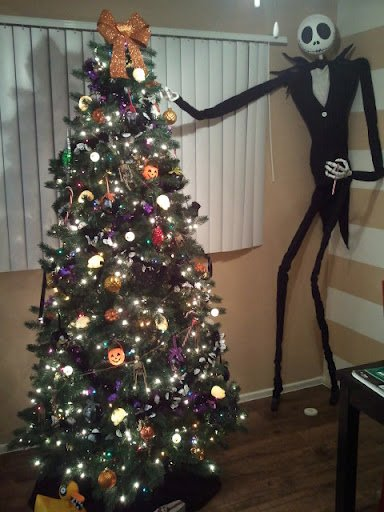 Nightmare Before Christmas: Jack Skellington decorating my halloween tree!