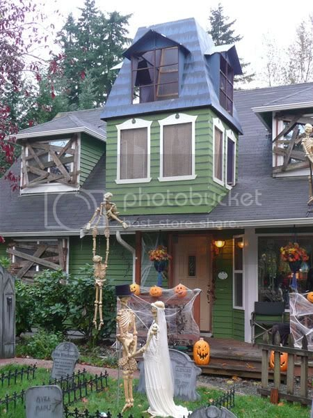 Atmosphere Effects: - How to decorate dormers for Halloween