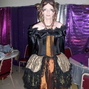 this is a multifunctional costume. the top can be worn over the under skirt as a rein fair dress or as in the pic tucked in with an over skirt. it can