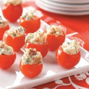 BLT Bites Ingredients •16 to 20 cherry tomatoes •1 pound sliced bacon, cooked and crumbled •1/2 cup mayonnaise •1/3 cup chopped green onions •3 tables