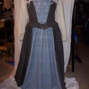 Blue ren dress, this is the type of thing I can make in my sleep, which is another reason I want to move away from it *L*