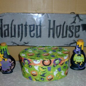 Haunted House sign 2 potion bottles and a cool Halloween box