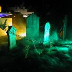 I love this cemetery. It looks so spooky. We will try to do something similar to this. Fog, green lighting and our Grim Reaper from last year.