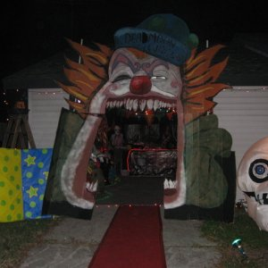 Entrance- Homemade Clown Face Arch (with Flash)