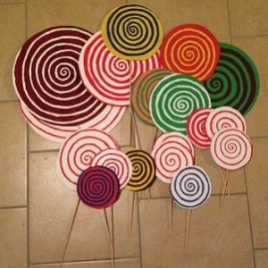 DIY Lollipops from cardboard and paint