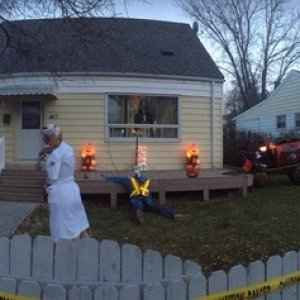 Panoramic of the front yard.