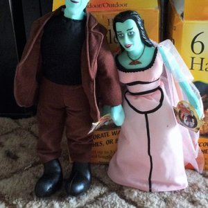 Lilly and Herman Munster dolls.  I never knew they had even made these!