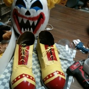 First attempt at clown shoes.  I winged these, no pattern, just some left over cardboard and an exacto knife.  I ended up using some large left over p