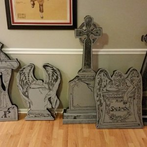 I painted the Tombstones black then just the fronts grey