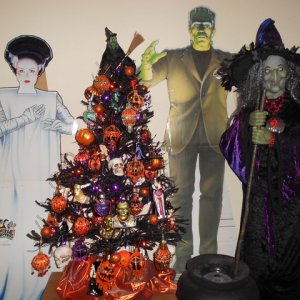 Frank and his Lovely Bride (my FAVORITE Universal Movie Monster) help decorate the tree.