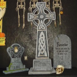 New tombstones for 2010 w/ lifesize skull