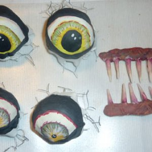04: Eyes and teeth painted. Comparing to the teeth I  guess I am going to add some redness to the eyes...  So that they look more sick, some kind of.