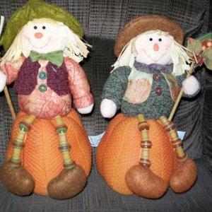 Cute scarecrows that I got from a garage sale 2 years ago.Only $1 each!