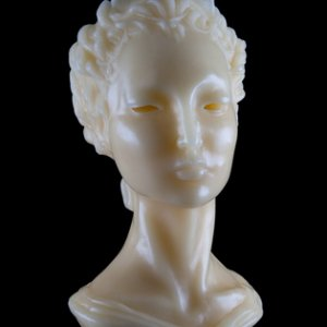 Bust of Deidre candle