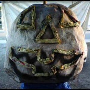 Almost finished paper mache' ing.  This Jack is !!!! 97 inches in circumference !!!!!  That is one BIG jack LOL