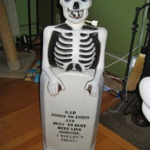 Blowmold skeleton & tombstone tall