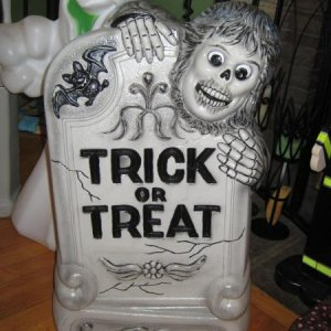 Blowmold Trick or Treat tombstone