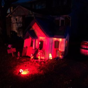 My little house, sadly, got destroyed a week before halloween, with the tunnel by huge winds.