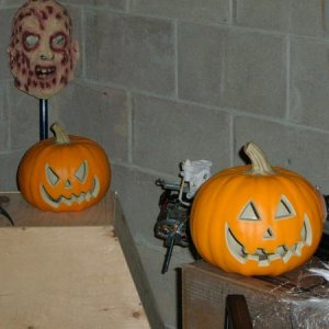 2 new pumpkins - Walmart $ 1.50, can't go wrong with that price, and the P Patch grows some more...mmmuuuaaaahhh